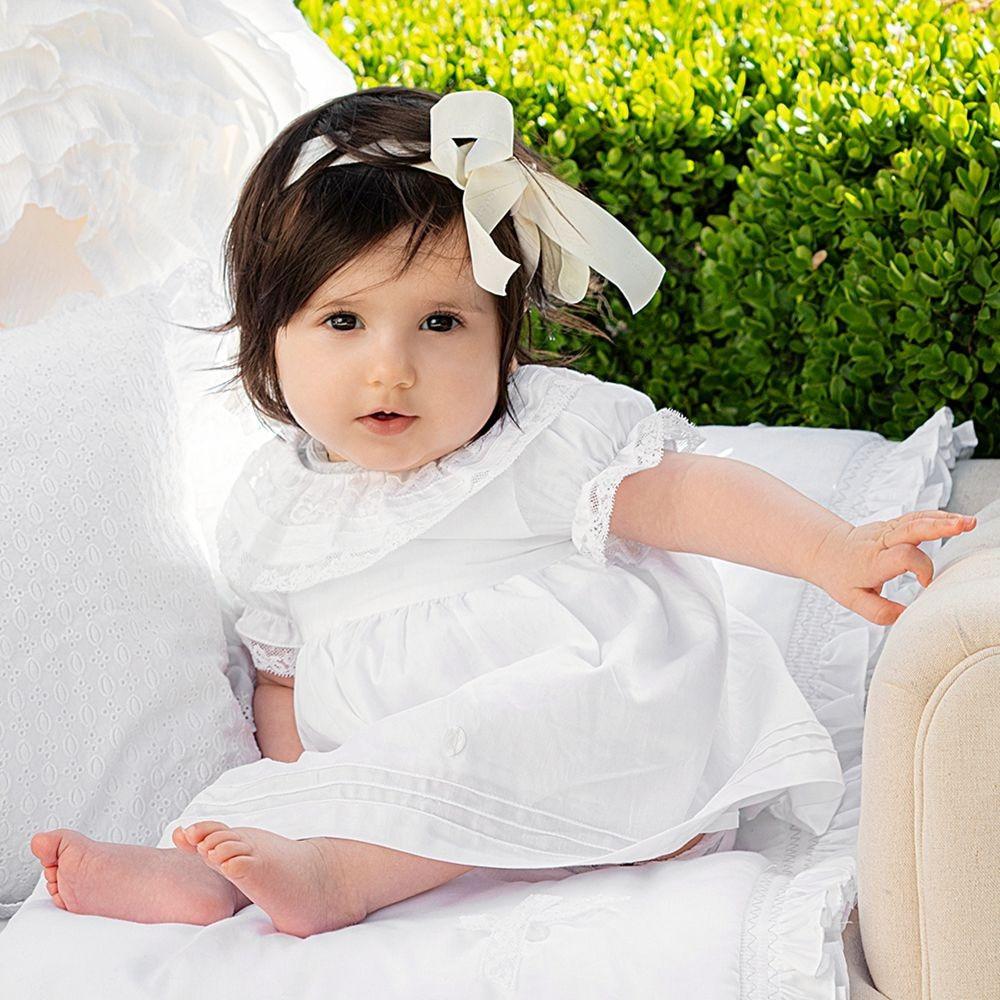 فستان باللون الابيض من ماركة  Patachou من دوها