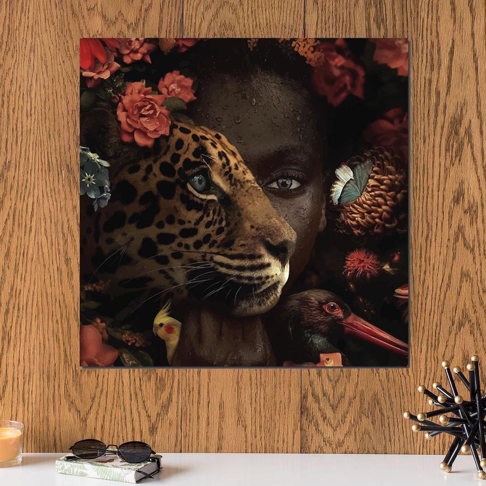 لوحة المرأة و الفهد خشب ام دي اف مقاس 30x30 سنتيمتر