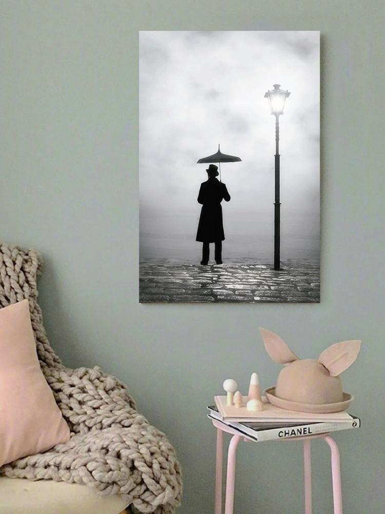 لوحة الرجل والمظلة خشب ام دي اف مقاس 40x60 سنتيمتر