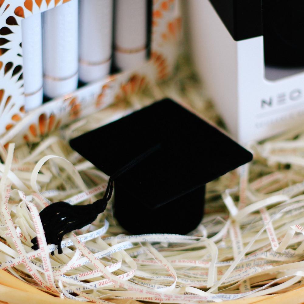 هدية تخرج أفكار لهدية تخرج حفلة تخرج طريقة تغلليف هدية التخرج