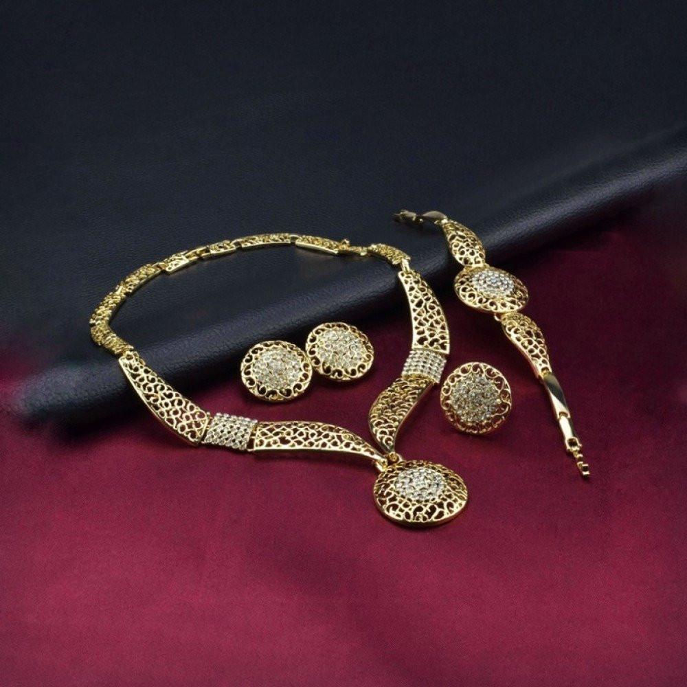 طقم مجوهرات بتصميم ملكي