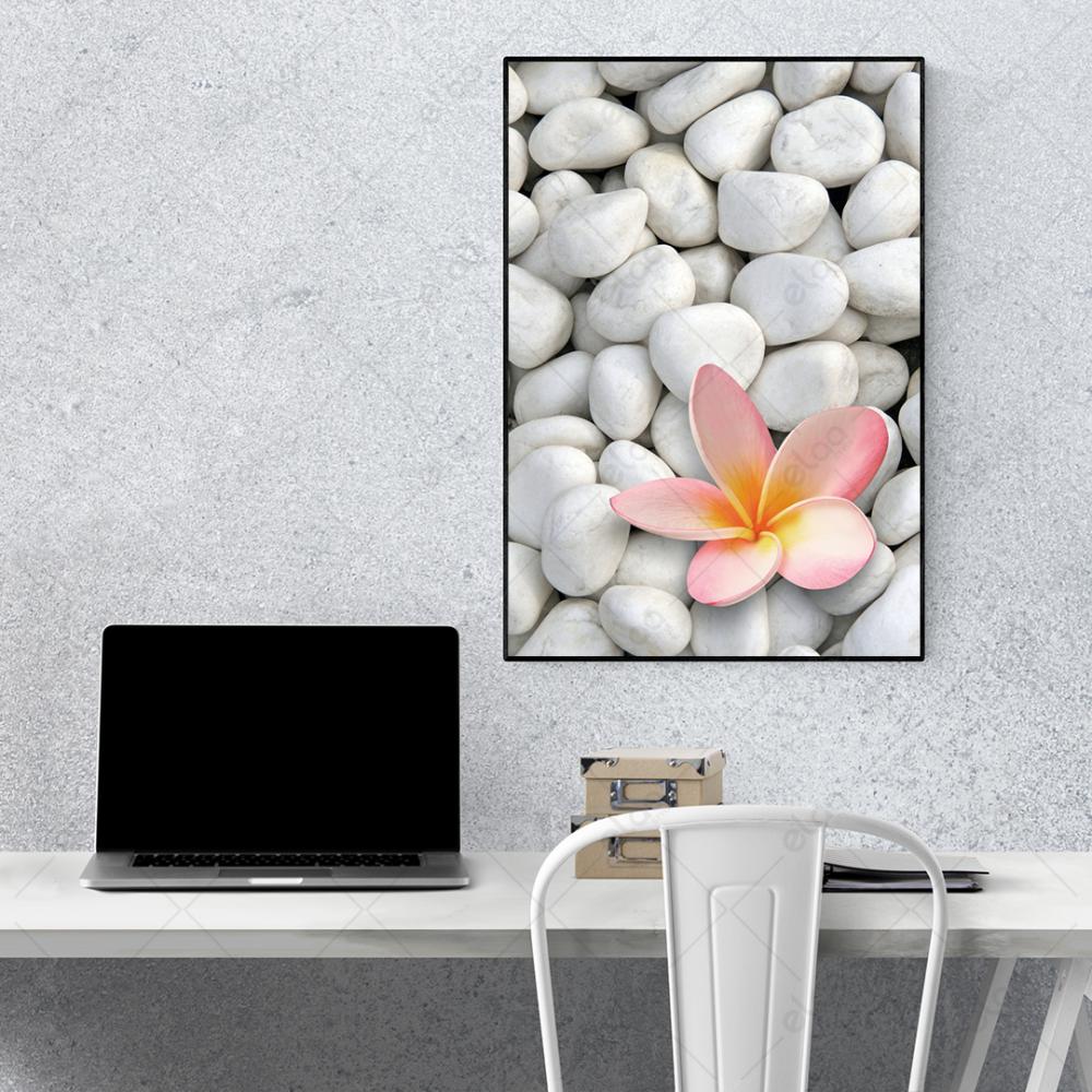 لوحة منظر طبيعي أحجار بيضاء مع زهرة فرانجيباني