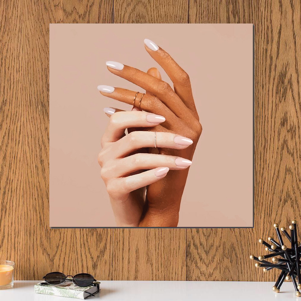 لوحة يد أنثى خشب ام دي اف مقاس 30x30 سنتيمتر