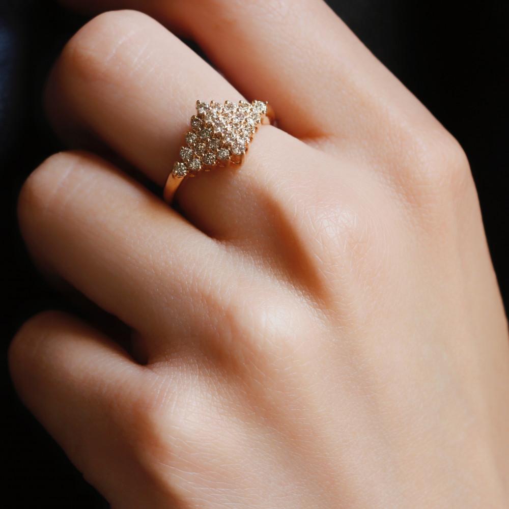 خاتم من الذهب الاصفر والالماس