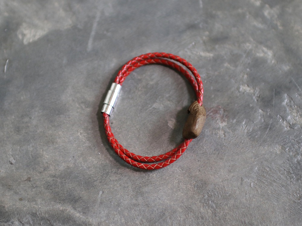 اسوارة الجلد المجدول بالبخور لون أحمر