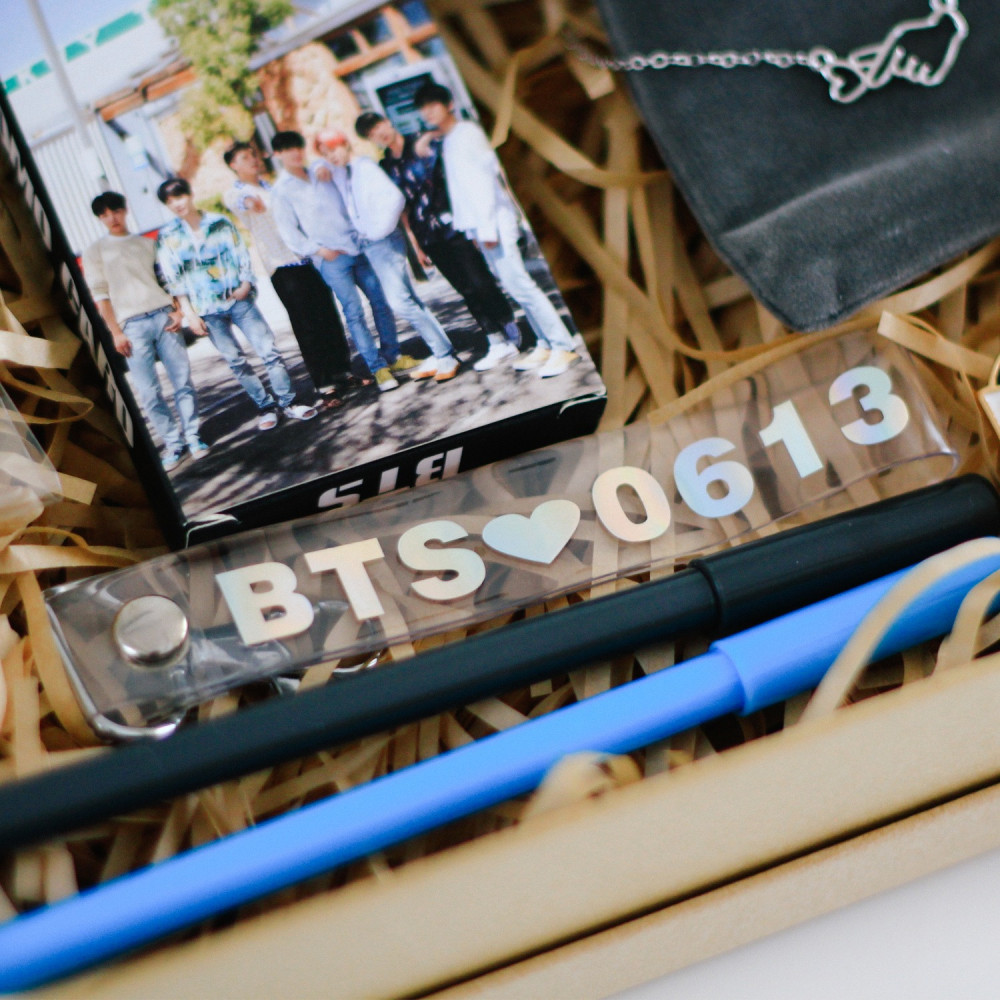 بروش ارمي اكسسوارات BTS بروش فرقة BTS كي بوب KPOP تايهيونغ كيم تاي