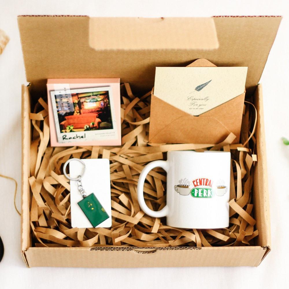 صندوق هدية لعشاق مسلسل فريندز هدايا كوب شدو مسلسل فريندز متجر هدايا صن
