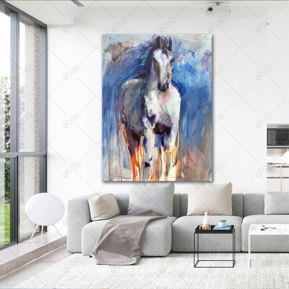 لوحة فن تجريدي لحصان ابيض بخلفية اللون السماوي مدرجة مع الرمادي والبرت