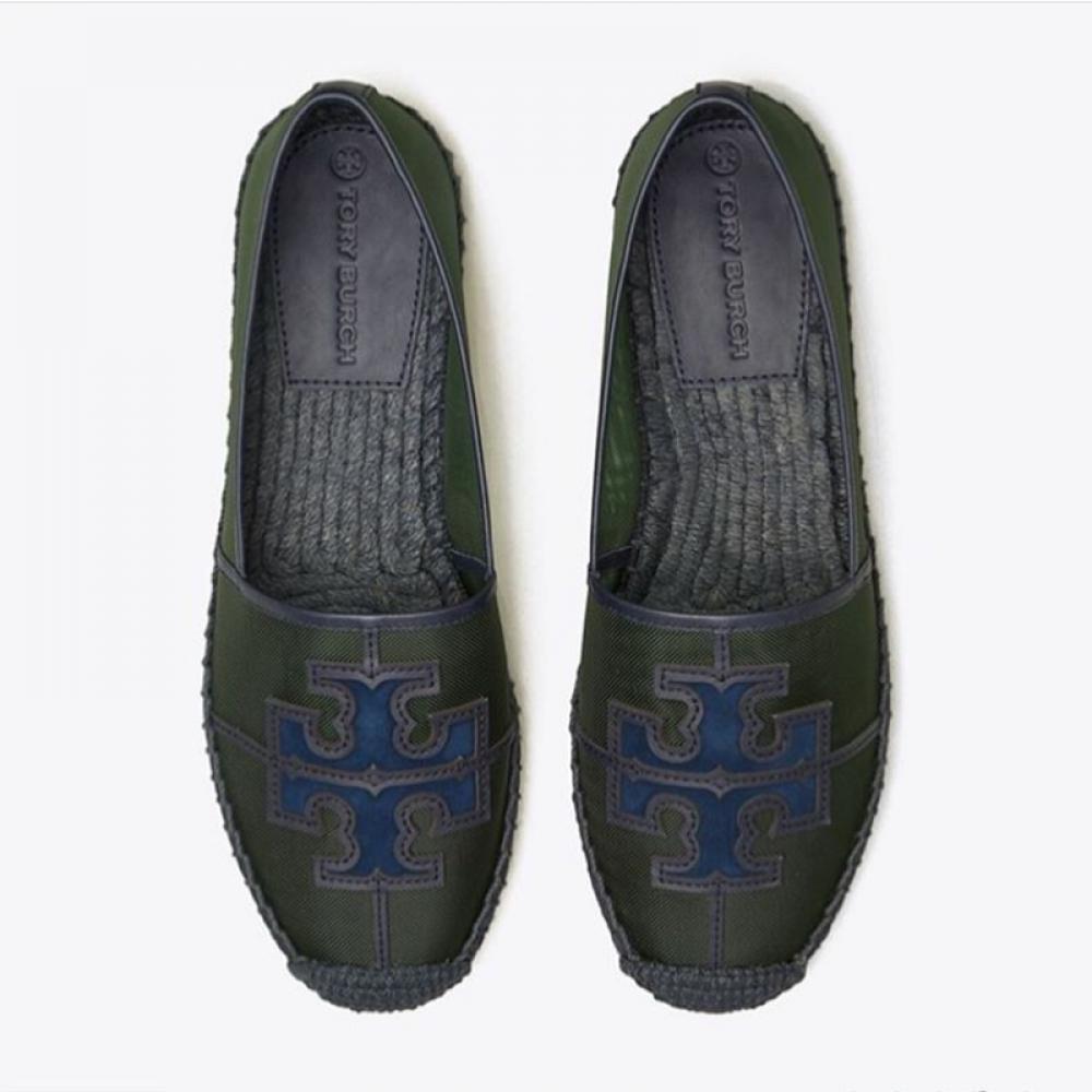 حذاء جميل وانيق من توري بورش