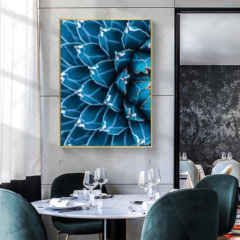 لوحة جدارية لنبات الصبار بدرجات اللون الازرق