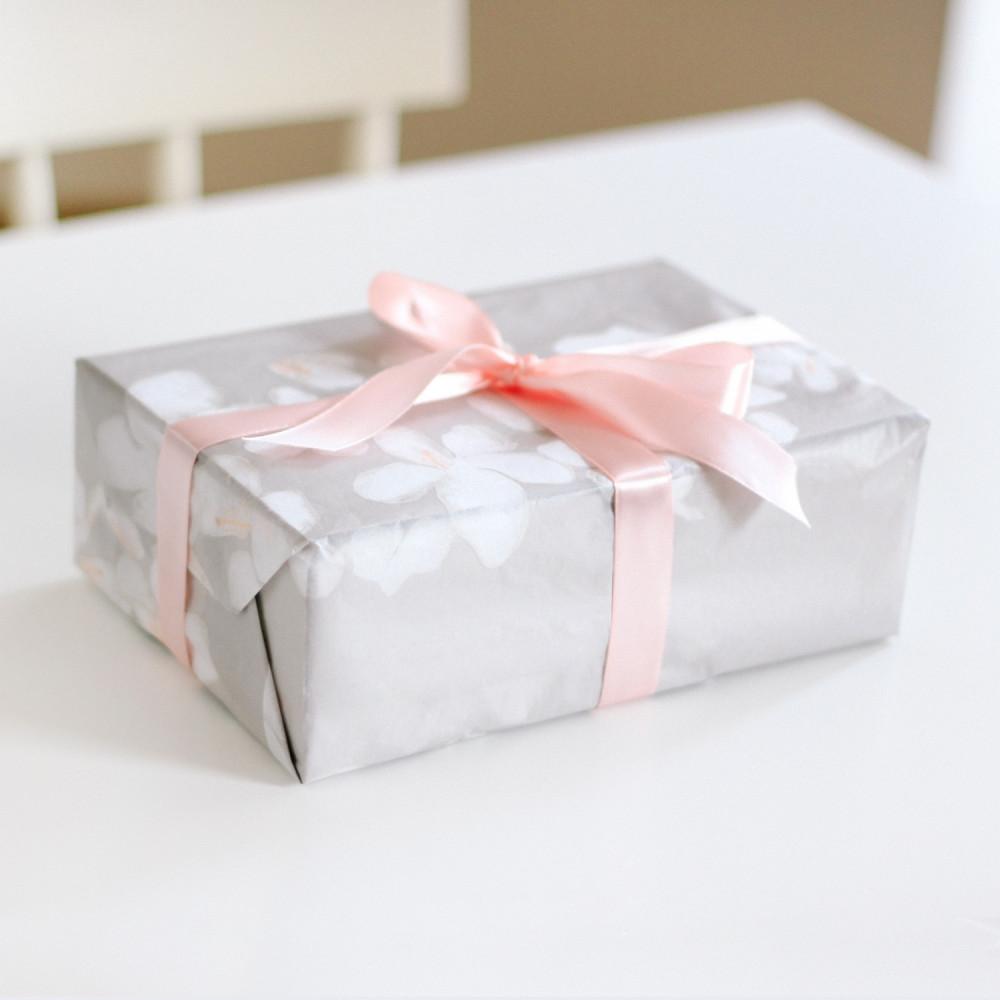 هدية تخرج هدية عيد ميلاد هدية العيد تغليف هدايا شجرة ساكورا اليابان