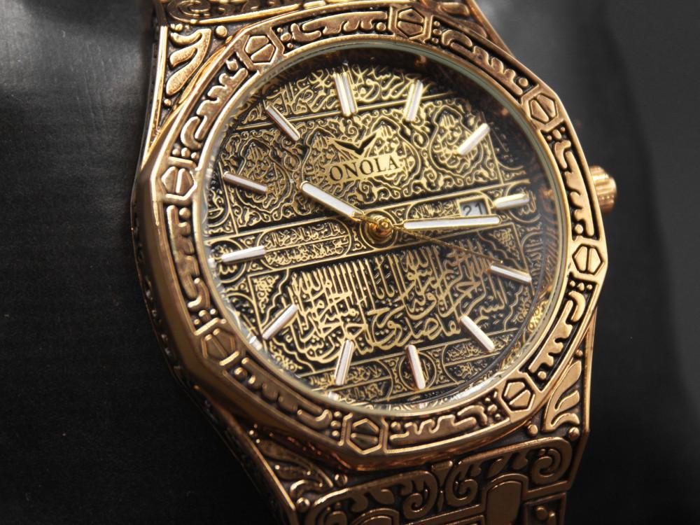 ساعة نقش عربي إسلامي جليل