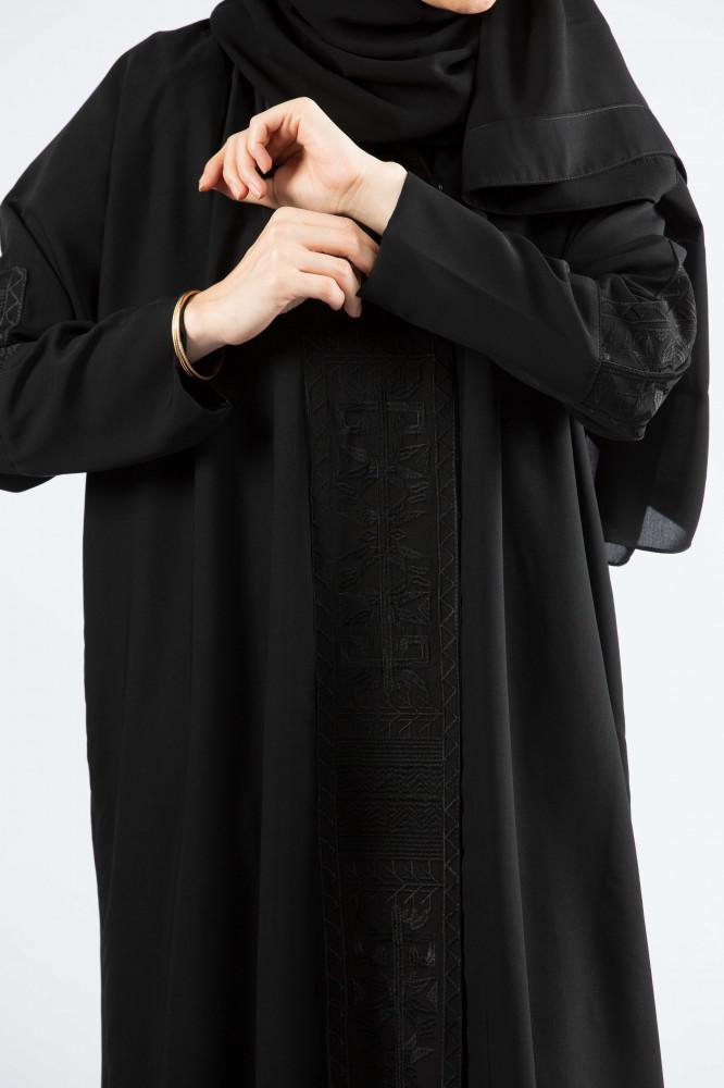 عباية بقماش بحريني وبكلفة امامية وعلى الاكمام