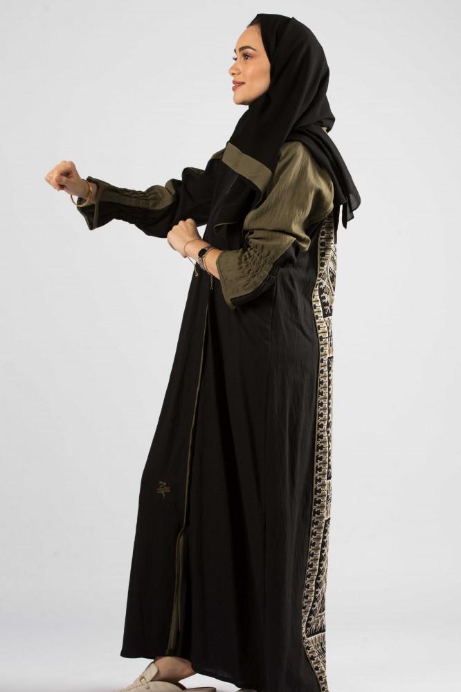 عباية كريب بحريني باللون الزيتي من ديباج