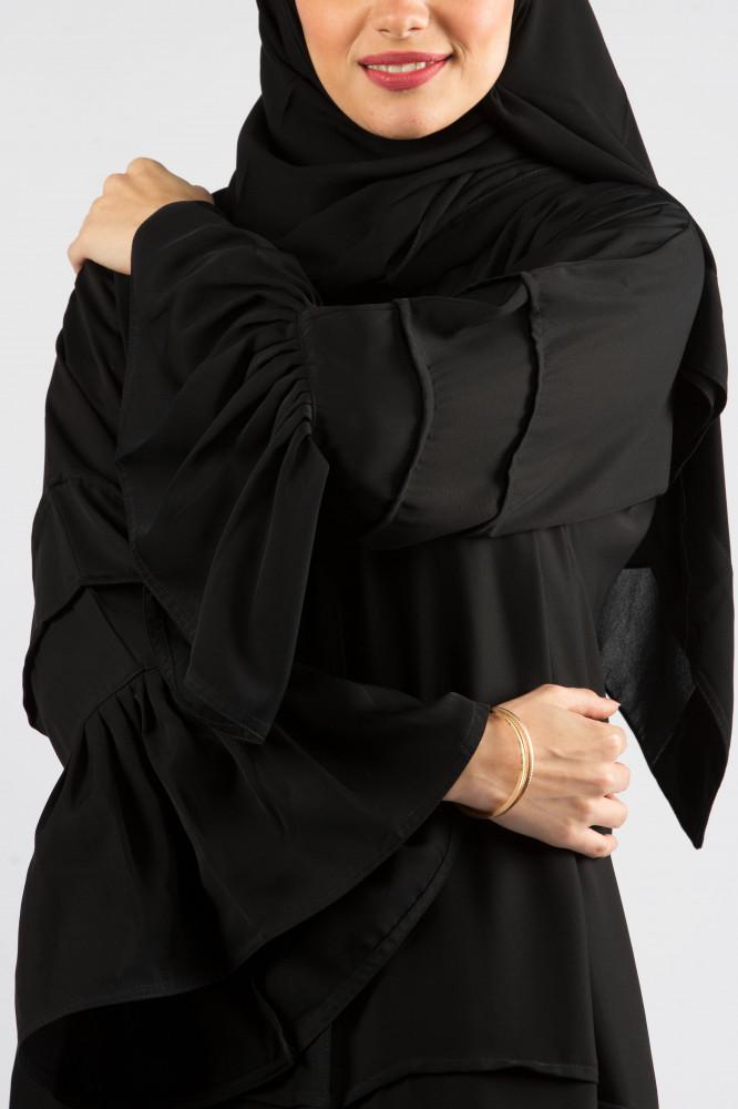 عباية سوداء كريب ندا مصممة من ديباج